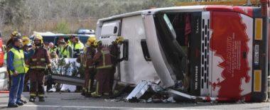 """Tragedia Spagna, incidente a bus di studenti Erasmus in Catalogna: morte 13 ragazze. Farnesina: """"Fino a 7 vittime italiane"""" – Il Fatto Quotidiano"""