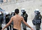 La polizia greca si schiera con i cittadini (Di Jacopo Cioni)