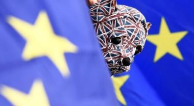 Scandalo Brexit: abbiamo scherzato. La decisione del popolo non conta niente e i mercati esultano
