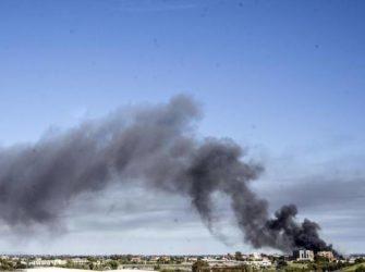 Incendio alla Eco X, Lorenzin: dai test esclusa la diossina sugli alimenti. Ma dal rogo esce ancora il fumo