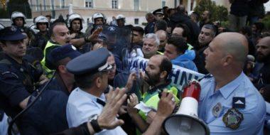 Nel frattempo…in Grecia: poliziotti contro polizia antisommossa