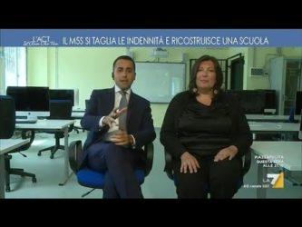 Di Maio – inaugurazione a Benevento: Il M5S mette il logo del partito su una scuola