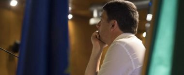 Consip, Renzi prende il tic dell'accerchiamento di Berlusconi