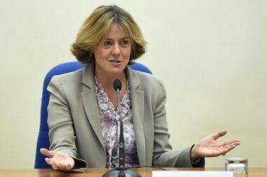 """il Ministro lorenzin a """"Porta a Porta"""" : distribuzione di farmaco non ancora autorizzato al commercio per combattere l'ebola in Sierra Leone"""