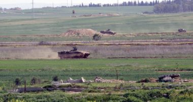 L'esercito israeliano invade il sud della Striscia di Gaza, spiana terreni e ammassa truppe | Infopal