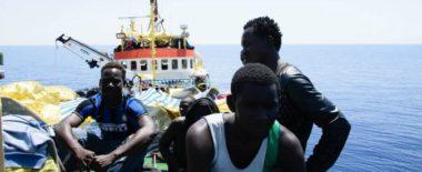 """Migranti, sequestrata la nave della ong Jugend Rettet. Procura Trapani: """"Ha fatto trasbordi senza pericolo imminente"""" – Il Fatto Quotidiano"""
