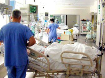 Scandalo in liguria – Microchip nascosti nei camici di medici e infermieri: «Ci sentiamo spiati»