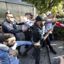Guerra tra poveri a Roma: scontri tra militanti di sinistra e CasaPound al Tiburtino III: un ferito