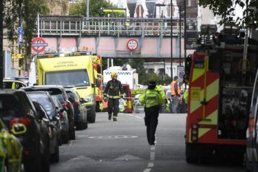 Esplosione nella metropolitana di Londra, l'Isis rivendica l'attacco