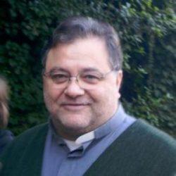 Pedofilia : Don Ruggero condannato a 14 anni di carcere evade dai domiciliari !