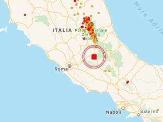 Terremoto, forte scossa al Centro Italia: panico tra Lazio e Abruzzo, gente in strada. Avvertita fino a Roma e L'Aquila