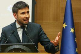 Read more about the article Dopo un lungo silenzio pre-referendum , l'M5S attacca il governo Rajoy: Spagna anti democratica