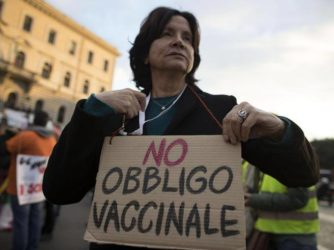 affermazioni schock del commissario Ue: «No vax responsabili morali per morte dei bambini non vaccinati»