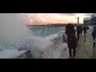 Gelo in Usa, ghiacciate le cascate del Niagara