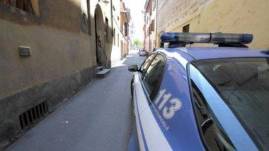 Roma, butta il cane dal settimo piano e poi aggredisce gli agenti che consolano il figlio in lacrime