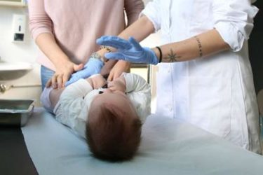 """un medico amico della lorenzin : """"Togliere potestà genitoriale ai no vax"""""""