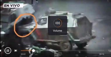 "Video choc: manifestante schiacciato tra due camionette dei ""carabinieros"""