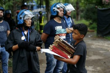 Primavalle: cacciano i senza casa e danno l'ex scuola ai privati