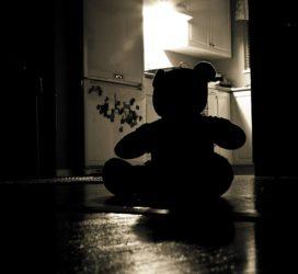 Bibbiano prima condanna : l'assistente sociale patteggia un anno e otto mesi