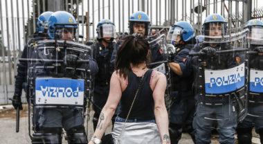 Rivolta nelle carceri: 6 morti a Modena. Foggia, 20 evasi. Tre agenti feriti. Roghi a Rebibbia e Regina Coeli