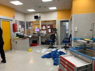 il video dell'ospedale devastato per rabbia dai parenti del ragazzo morto