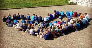 Uscite dei bambini: scatta l'isteria sui social – ignoranza abissale