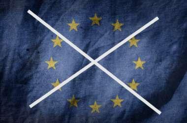 La protesta delle bandiere : i sindaci hanno deciso di togliere la bandiera UE