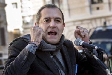 """Napoli cancella i suoi debiti: """" li paghi lo stato"""""""