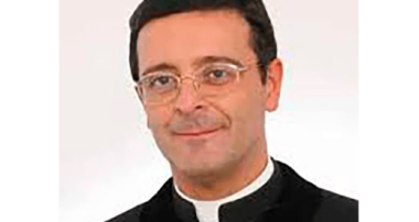 TSO al parroco che non osserva le restrizioni anti covid-19: prelevato da carabinieri, polizia locale e vigili del fuoco
