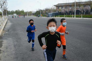 Mascherine per Bambini: Morti due studenti durante educazione fisica