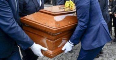 Vigili interrompono funerale per identificare i presenti