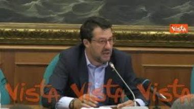 """Salvini minaccia Conte: """"Non li facciamo uscire dall'aula"""": stato d'emergenza"""