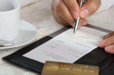 Genialate M5s : chi paga in contanti paga un 20% in più rispetto a chi usa la carta di credito al ristorante