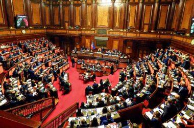M5s, espulsi la senatrice Pacifico e il deputato Romano per le mancate restituzioni. La parlamentare aveva votato No al referendum