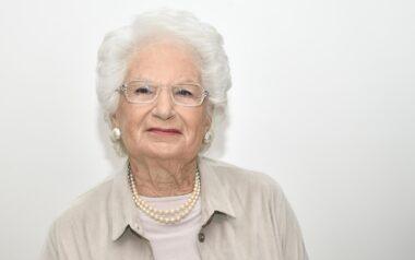 """Liliana Segre ai No Vax: """"Vaccinatevi per il vostro bene"""". Ma se fosse nel 1944 ad Auschwitz avrebbe detto le stesse cose?"""