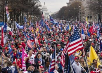 Read more about the article Migliaia di sostenitori di Donald Trump hanno marciato sabato nel centro di Washington