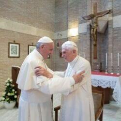 Vaticano, chi rifiuta il vaccino sperimentale rischia il licenziamento. Costretti a diventare cavie da Papa Francesco