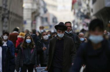 """La scienza :""""Basta distanziamento e mascherina"""", più il virus circola e prima ce lo togliamo di mezzo"""