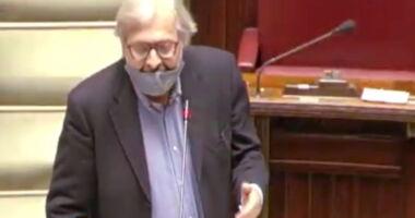 """Vittorio Sgarbi in parlamento : """"Ho il cancro posso stare senza mascherina?"""" richiesta respinta da Mandelli"""