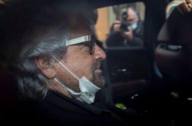 """Beppe Grillo: """"Mi candido segretario del Pd"""", stavolta fa sul serio"""