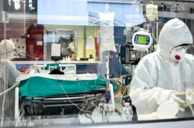 """Giovane 26enne vaccinata, in fin di vita: trombosi cerebrale """"All'inizio tutto bene…"""""""
