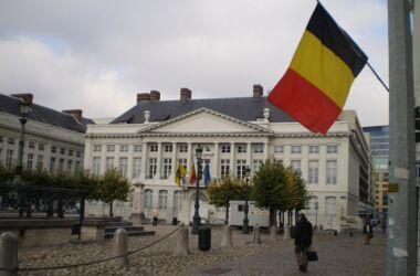 """La tua libertà vale 200 mila euro : le misure anti Covid """"Sono illegittime"""", il tribunale condanna il Belgio a pagare una misera multa"""