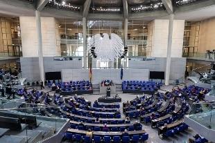 Germania: il Bundestag approva le restrizioni inutili, coprifuoco alle 22