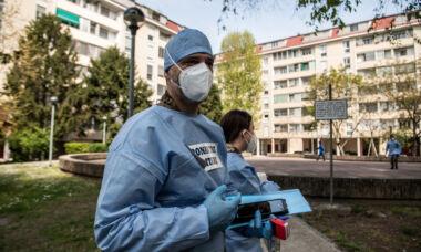 Il vaccino non protegge : Aumentano i casi di operatori sanitarivaccinati che si ricontagiano