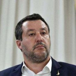 """Read more about the article Draghi """"MINACCIA"""" la libertà e Salvini """"CAZZEGGIA"""" : si va verso l'obbligo di vaccinazione e terza dose."""