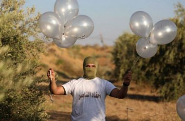 """Read more about the article la nuova arma di """"distruzione di massa"""" di Hamas : Super Palloncini incendiari !"""