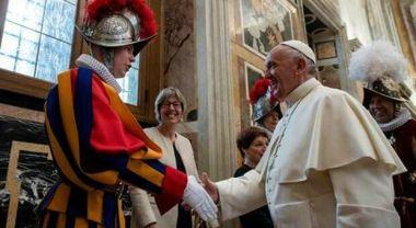 Vaticano: Guardie Svizzere si dimettono: non accettano l'obbligo di nazi-pass deciso dal Papa