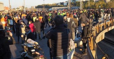 Read more about the article AGGIORNAMENTO MANIFESTAZIONI 15 OTTOBRE : cortei da Milano a Roma. A Trieste in più di 5mila al porto, a Genova varco occupato